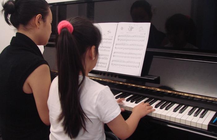 uploaded tin tuc cac buoc tu hoc piano dem hat thumb 800x600 - Chia sẻ 3 Bước tự học piano đệm hát dành cho người mới bắt đầu