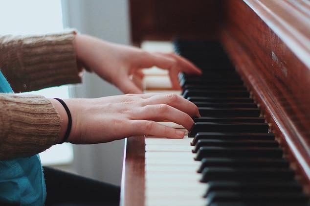 Bí quyết giúp nâng cao kỹ năng chơi đàn Piano không phải ai cũng biết